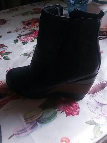Buty damskie na koturnie