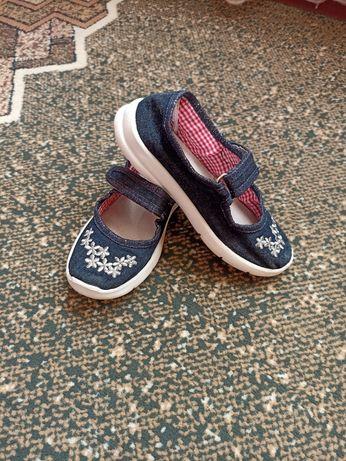 Змінне взуття для дівчаток