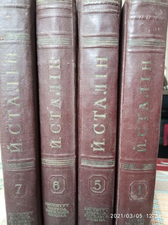 Чотири томи творів Сталіна українською мовою.