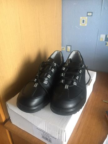 Продам Защитную обувь