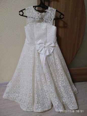 Продам нарядное платье в идеальном состоянии на возраст 7-9 лет
