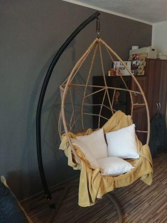 Fotel wiszący, jedyny taki wykonany z użyciem juty