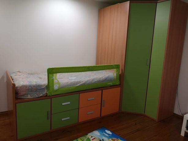 Cama com armário embutido