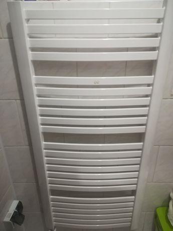 Grzejnik  łazienkowy z termostatem