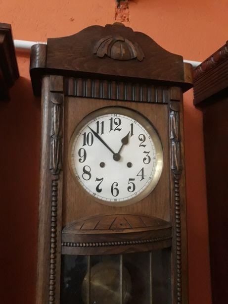 Stary zegar niemiecki z wahadłem, nakręcany kluczykiem