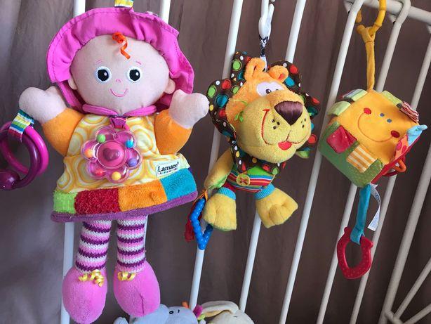 Zestaw zabawek Lamaze zawieszka lalka, lew Playgro,kostka Rossmann