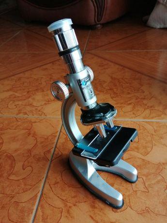 Microscópio didático