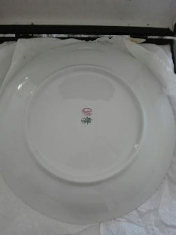 Vendo dois pratos decorativos Limoges