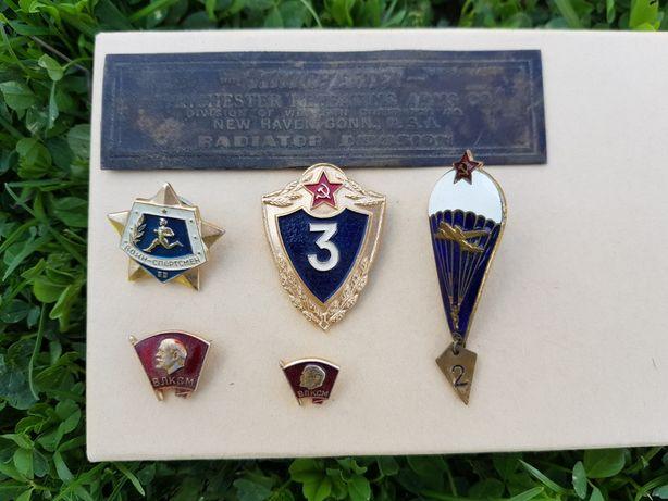 Значки армейские и табличка в отличном состоянии, цена за все