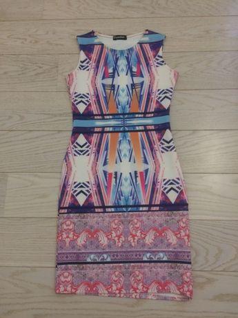 Sukienka piankowa w modne wzory