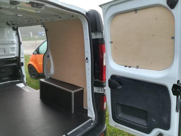 Zabudowa ze sklejki auta dostawczego Renault Trafic L2H1