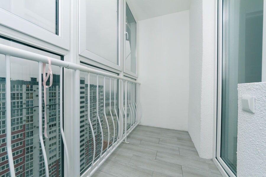 Драгоманова 2а Позняки 25 этаж студия+спальня 57 м люкс-1