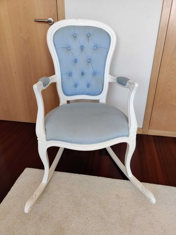 Cadeira baloiço com cesto para produtos