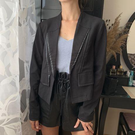 Укорочений жакет чорний піджак класичний пиджак