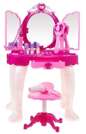 Toaletka z magiczną różdżką dla małej damy