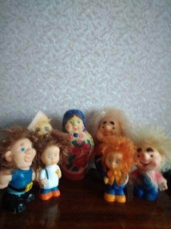 Продаю резиновые игрушки СССР и огромную матрешку