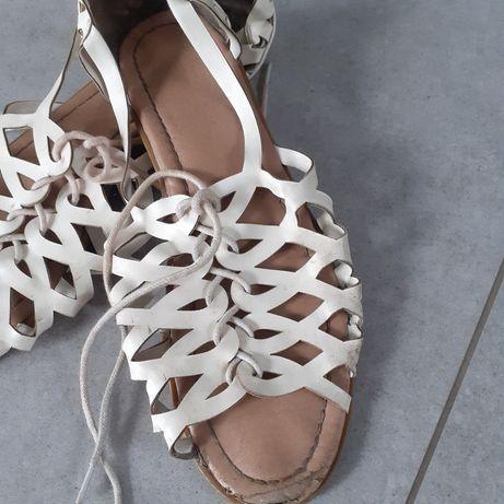 Sandałki komunijne dla dziewczynki