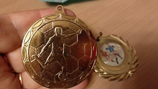 футбол спорт спортивная медаль награда металл 2штуки