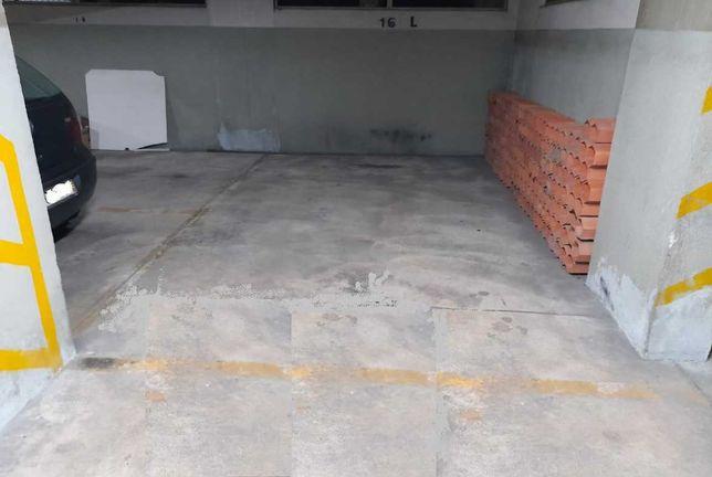 Lugar de Garagem - Paranhos - Amial - Colégio  Luso Françês