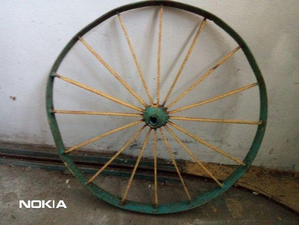 Roda de Carroça/Caro de Boi em Ferro Antiga em Bom Estado