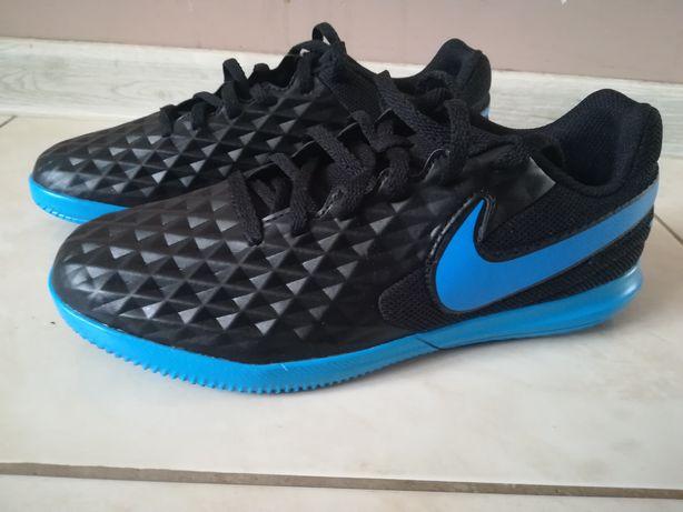 Buty halowe Nike Tiempo Legend
