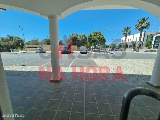 NOVA_ Loja de a=39,5m2 _ Almancil_ situada no centro da c...