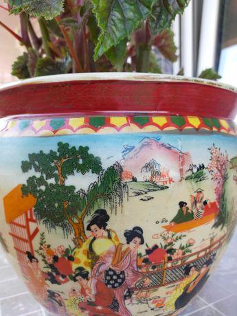 Vaso de cerâmica com flor