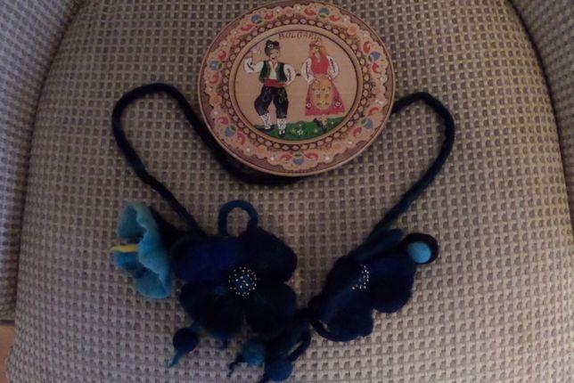Комплект Болгария Декоративная тарелка дерево и украшение на шею