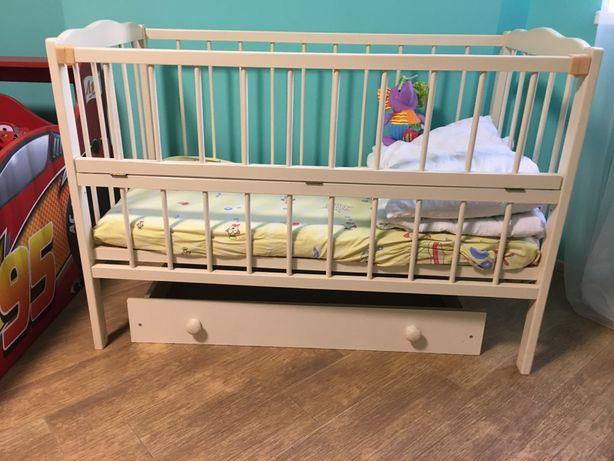 Дитяче ліжко можна поставити маятник 0-3 роки