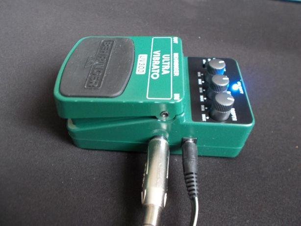 BEHRINGER Ultra Vibrato UV300 efekt gitara