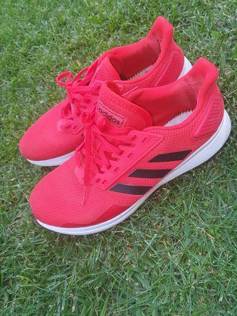 Продам кроссовки спортивные