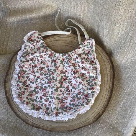 Babete com padrão florido!