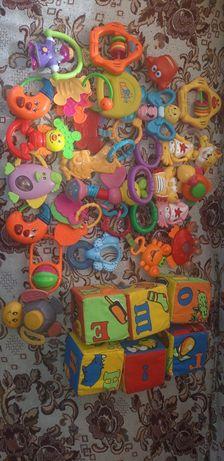 Набор игрушек (погремушки)