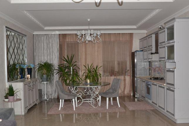 Продам дом 220 м2 .Петропавловская борщаговка. Хозяйка.