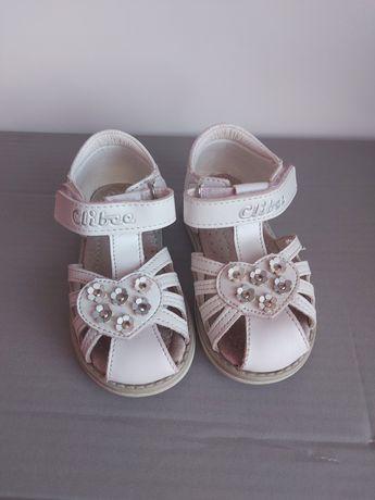 Białe  sandały  21 22 23