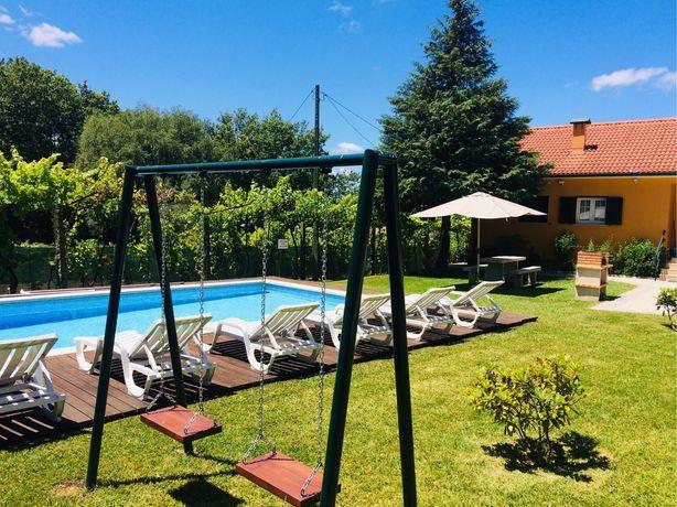 Casa de campo com piscina privada perto do Gerês