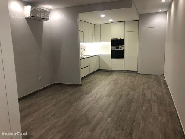 Apartamento T2 100% remodelado com terraço em Alverca do ...