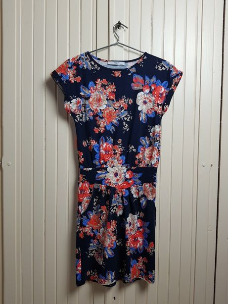 Sukienka granatowa w kwiaty Reserved S