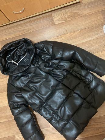 Продам зимнюю куртку stradivarius