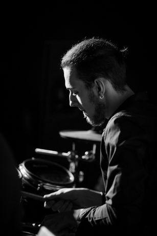 Барабанщик, контракт, музикант в гурт, ударник, музыкант