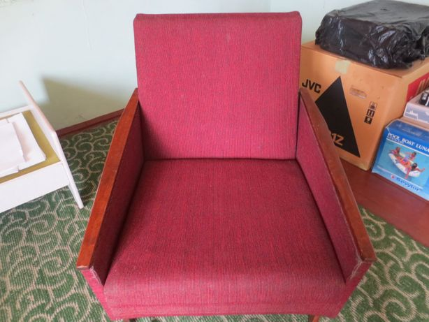 М'яке дерев'яне крісло-ліжко радянського виробництва