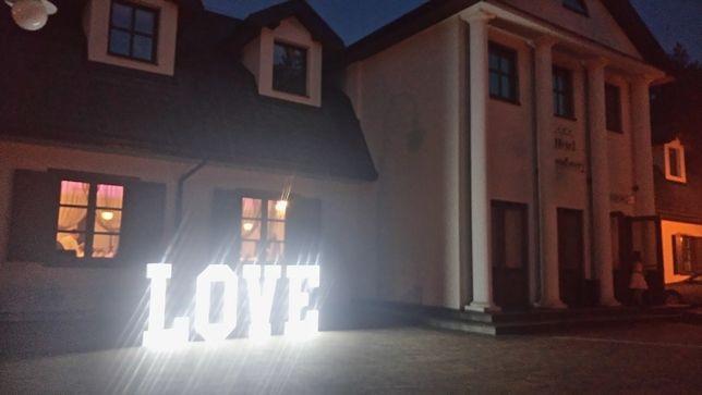 Napis Love podświetlane