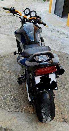 Honda hornet preta