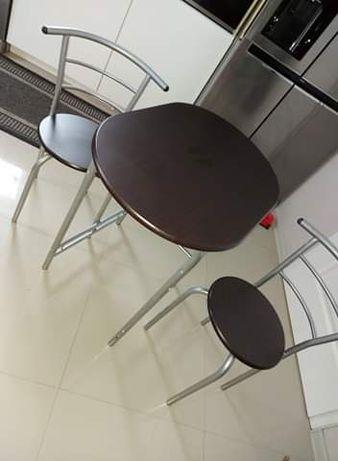 Stolik z krzesłami