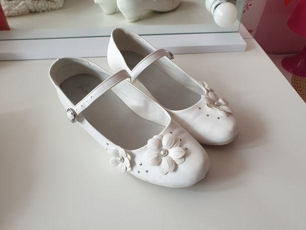 Buty pantofelki białe komunijne na lekkim obcasie