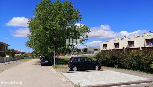 Venda de lote para construção com 555m², Meadela, Viana do Castelo