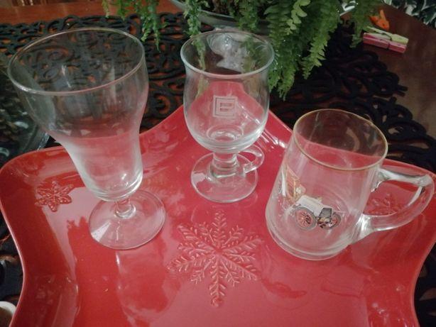 copos de vidro variados, alguns antigos