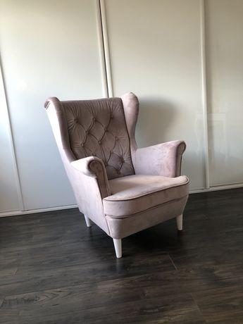 Fotel uszak pikowany wybór tkanin do salonu
