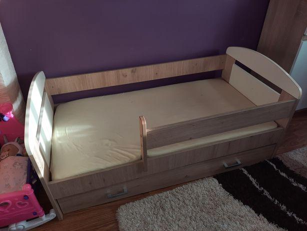 Łóżko jednoosobowe z szuflada i materacem + dwa prześcieradła