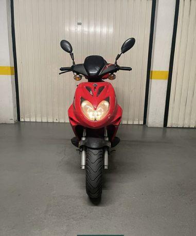 Vendo mota 50cc com pouquíssimo uso!